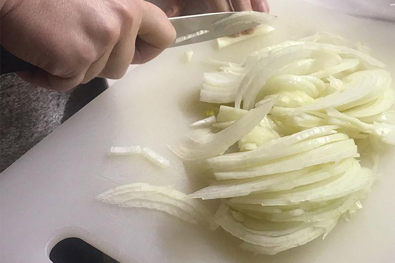 01 Spaghetti in salsa di acciughe e cipolle