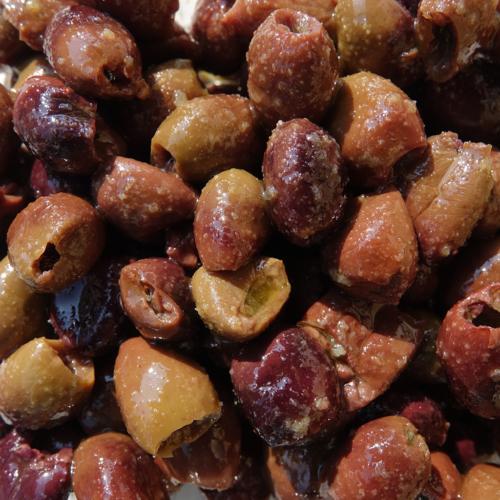 Olive taggiasche denocciolate in olio
